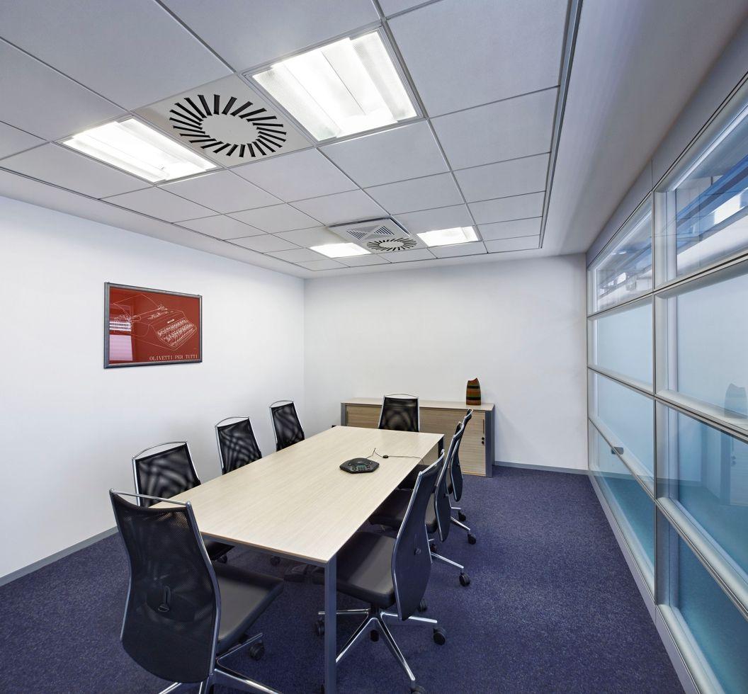 подвесной потолок в переговорной
