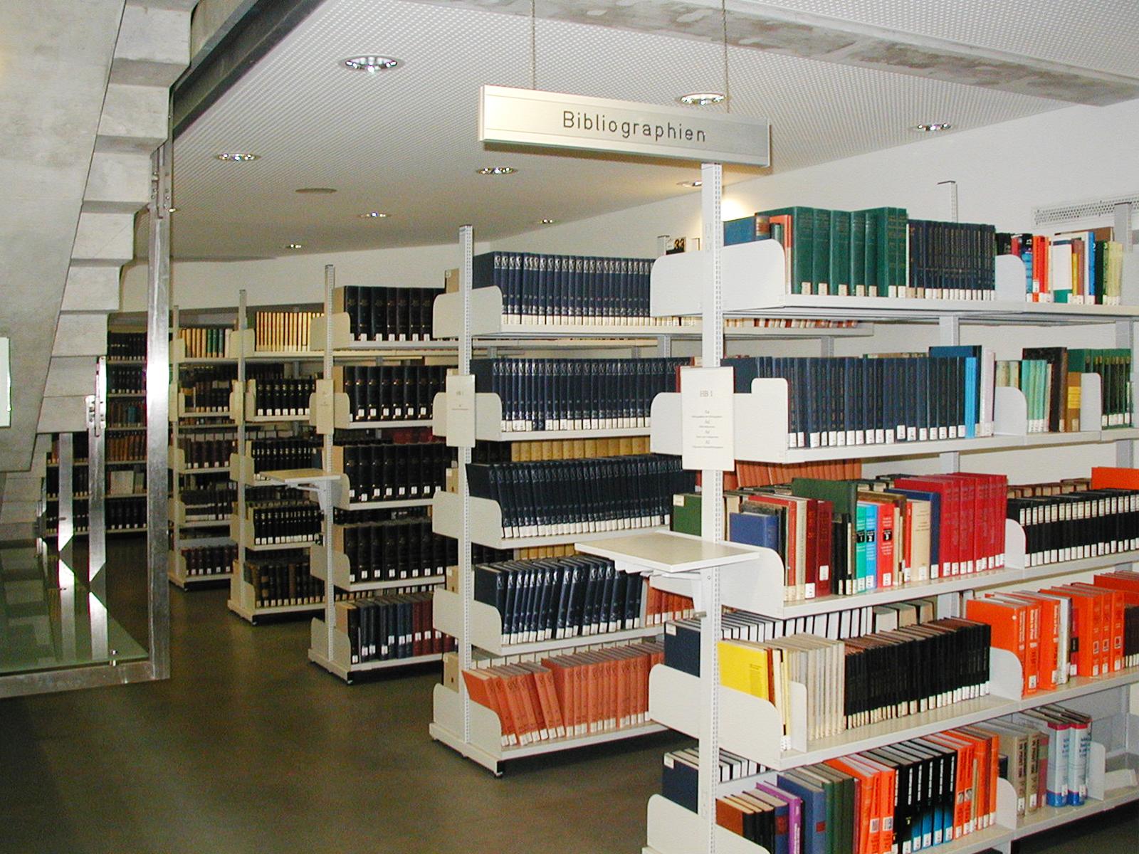 подвесной потолок в библиотеке