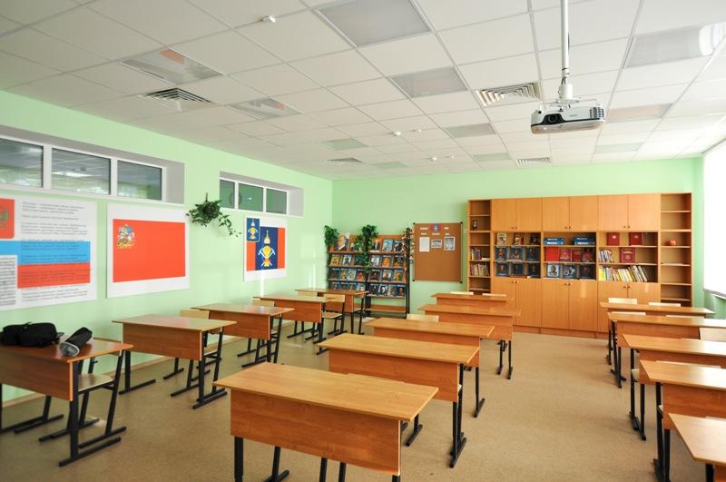 подвесной потолок в учебном классе